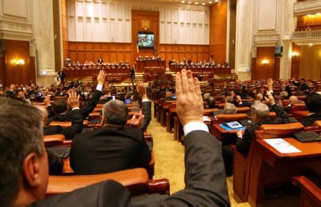 E domnie! Camera Deputaţilor a cheltuit într-o lună peste 7 milioane de lei cu indemnizaţiile, cazarea, diurnele şi deplasările parlamentarilor