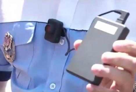 Atenţie, şoferi! Poliţiştii din trafic vor purta pe ei camere ascunse
