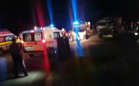 Cod roșu de intervenţii în Argeş: Un camion cu militari a căzut într-o râpă. Cel puțin o persoană a murit