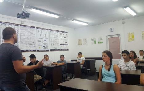 Nu fiţi 'high'! Viitorii şoferi din Bihor sunt avertizaţi în privinţa riscurilor consumului de droguri