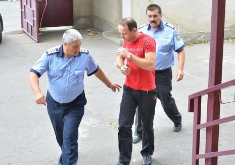 Hoţii care au furat seiful unei firme din Salonta au fost prinși de poliţişti. Unul dintre spărgători a fost reţinut