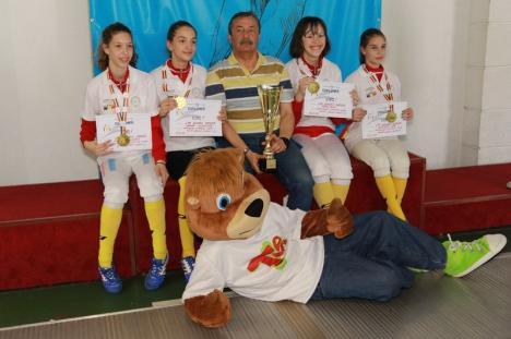 Cinci medalii pentru orădencele de la LPS Bihorul, la Campionatul Naţional de Scrimă pentru Copii de la Bucureşti (FOTO)