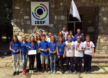 Sportivii de la CSU Oradea au obţinut o salbă de medalii la întrecerile Campionatelor Naţionale de juniori II şi III la tir sportiv