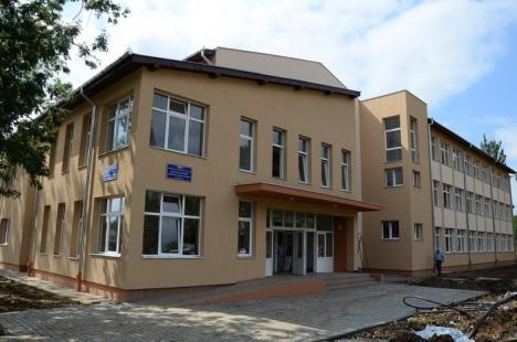 Investiţie de 7,7 milioane euro! Construcţia campusului şcolar continuă pe banii Ministerului Dezvoltării