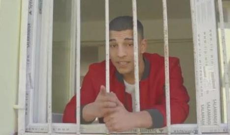 'Aşa cum rezistăm şi noi...' Un videoclip oficial, în care deţinuţii îi sfătuiau pe români să stea în case, a fost şters după ce a stârnit controverse (VIDEO)