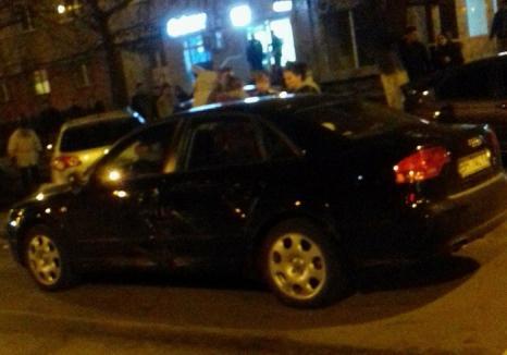 Carambol pe Calea Aradului: Un orădean care a făcut atac cerebral la volan a izbit o maşină în trafic şi alte patru în parcare (FOTO)
