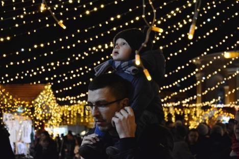 Noutăţi la Târgul de Crăciun din Oradea: În program a fost inclus un concert al trupei Iris (FOTO)