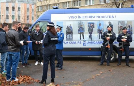 Caravana Jandarmeriei a trecut şi prin Oradea. Jandarmii îşi caută colegi (FOTO/VIDEO)