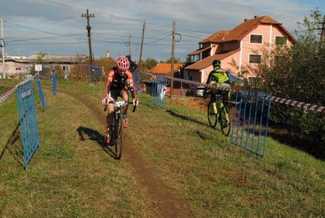 Sportivii de la CarCover Racing Team Oradea, printre protagoniştii celei de-a doua etape a Cupei Naţionale de Ciclocros (FOTO)