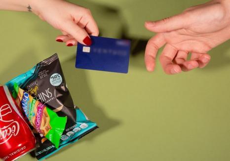 Sărmani de lux: Săracii Bihorului primesc carduri pe care le pot folosi la... restaurant
