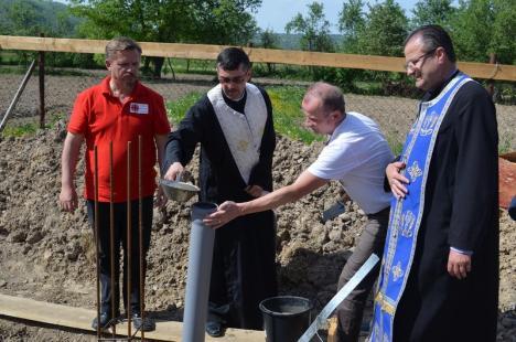 Caritas Eparhial Oradea construieşte un centru de zi pentru copii la Ioaniş (FOTO)