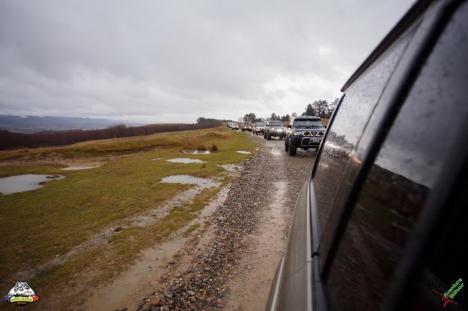 Aventurieri cu suflet mare: 13 familii din Bihor, 'cadorisite' de asociaţia West Alpine Off Road (FOTO)