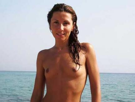 Iubita lui Mircea Badea, topless pe un site de nudişti