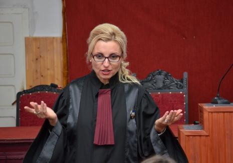 Concurenţă acerbă pentru şefia Tribunalului Bihor: Fosta preşedintă, Carmen Domocoş, notată cu 4 la ultimul examen, candidează din nou!