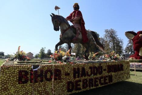 Care alegorice şi reguli anti-Covid, la Carnavalul Florilor, care în premieră n-a ajuns în Oradea, ci s-a ţinut în Borş (FOTO / VIDEO)