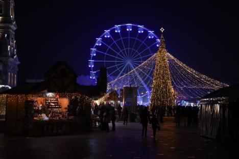 Roata se învârte! Orădenii pot vedea Târgul de Crăciun de la înălţime (FOTO / VIDEO)