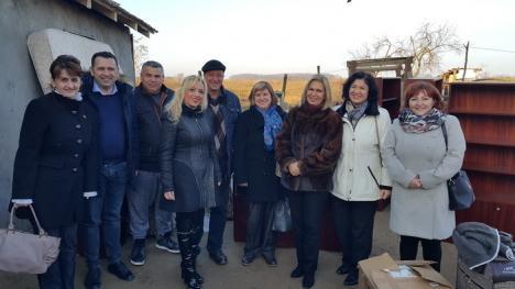 Acasă, în gară: O familie sărmană din Curtuişeni are acum o casă decentă, cu ajutorul femeilor social-democrate (FOTO)