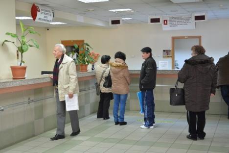 Cu susu-n jos: după ce a introdus programarea online, Casa de Pensii Bihor face programări şi telefonic, la cererea pensionarilor
