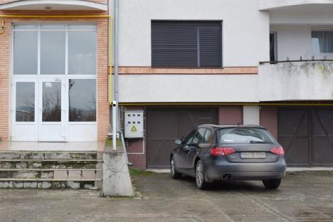 Casă pentru «primărelu'»: Fiul unui primar din Bihor a ajuns chiriaş ascuns într-o locuinţă de lux donată de OMV Petrom (FOTO)