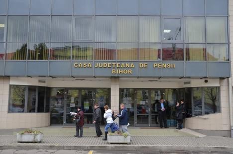 Casa Judeţeană de Pensii Bihor distribuie anul acesta aproape 60.000 bilete de tratament pentru pensionarii bolnavi, revoluţionari, veterani şi văduve de război
