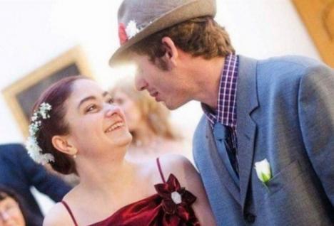 O suedeză s-a căsătorit cu un cerşetor român pe care-l vedea pe stradă în fiecare zi