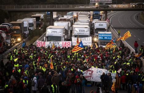 Protest uriaş în Barcelona: 750.000 de oameni au cerut, în stradă, eliberarea liderilor catalani arestaţi (FOTO)