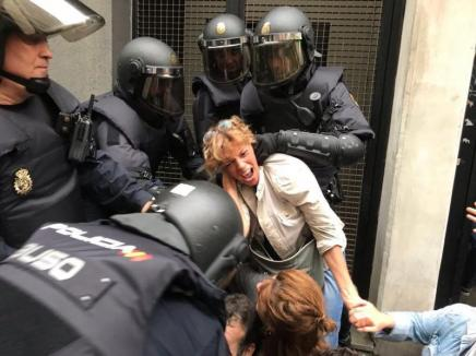 Violenţe în Spania: Sute de răniţi în Catalonia, unde se desfăşoară referendumul pentru independenţă declarat ilegal