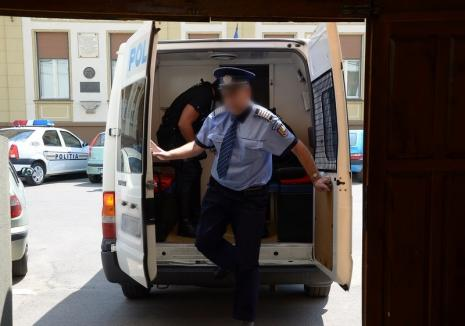 La două săptămâni după ce a fost eliberat condiţionat, un tâlhar din Oradea a atacat două femei într-o singură zi