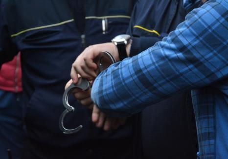 Tâlhari în arest: Doi tineri au atacat un localnic din Vadu Crişului pentru un portmoneu cu 100 de lei