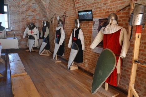 Cavalerii din Cetate: Trupa medievală Deus Vult îi cheamă pe orădeni la activităţi gratuite, pregătind turniruri şi scenete cu 'execuţii' (FOTO)