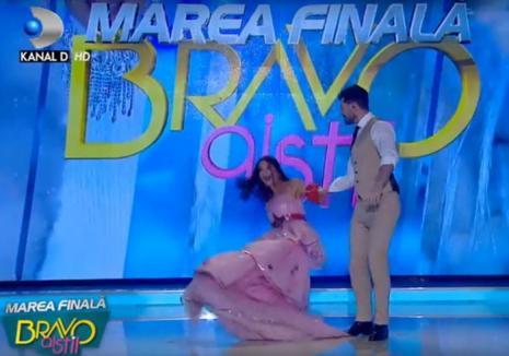 Tango buclucaş: Ilinca Vandici a căzut în direct la TV (VIDEO)