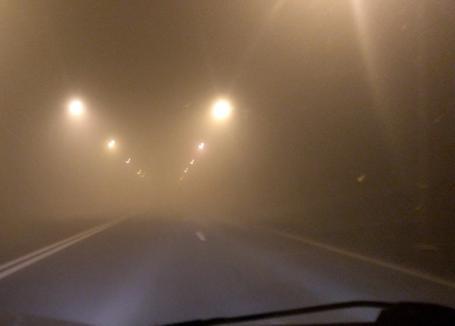 Atenţie, şoferi! Cod galben de ceaţă în Bihor