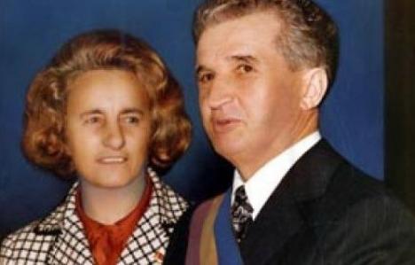 Mormintele soţilor Ceauşescu au intrat în posesia fiului lor, care ar putea cere deshumarea