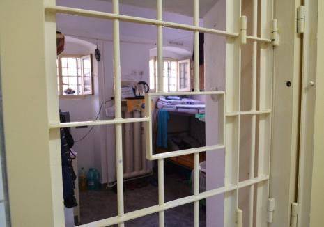 Închisoarea part time a fost legiferată: arest la domiciliu sau în weekend!