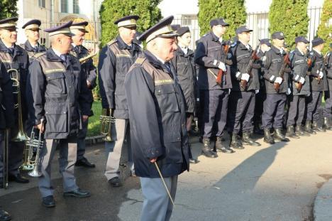 Festivitate militară la 100 de ani de la înfiinţarea Şcolii de Jandarmi din Oradea (FOTO)