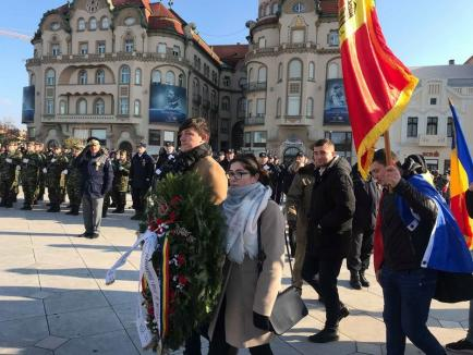 Hai să dăm mână cu mână: Studenții orădeni și basarabeni au încins Hora Unirii în Parcul 1 Decembrie (FOTO / VIDEO)