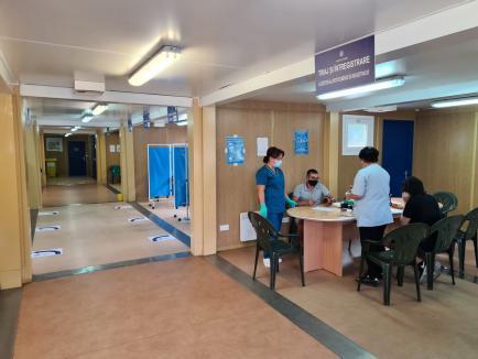 Chinul cu vaccinul: Cu o rată de vaccinare de sub 30%, Bihorul este expus celui de-al patrulea val al pandemiei(FOTO)