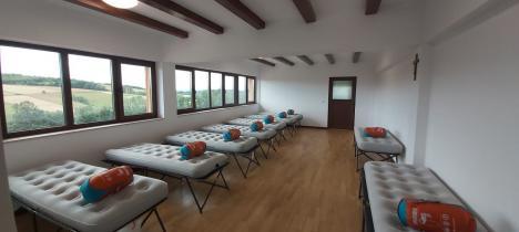 De dragul Creaţiei: O asociaţie de binefacere din Oradea a realizat cel mai modern refugiu turistic din Bihor (FOTO / VIDEO)