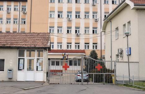 Vaccinare cu... program redus. Doi soţi din Oradea au ratat rapelul anti-Covid, pentru că două centre de vaccinare s-au închis cu mult înainte de ora 20