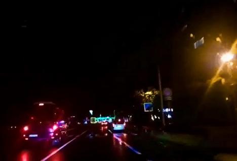 Centura Oradiei, în întuneric: Stâlpii de iluminat de pe Ovidiu Densușianu nu funcționează (VIDEO)