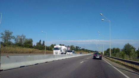 În sfârşit! CNAIR montează parapeţi pe centura Oradiei (FOTO)