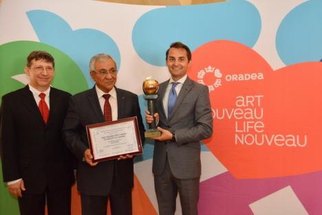 Oradea a primit trofeul 'Mărul de Aur' din partea Federaţiei Internaţionale a Jurnaliştilor şi Scriitorilor de Turism (FOTO)