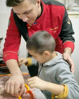 Lecţie specială: Copiii orfani au învăţat să gătească de la un chef experimentat (FOTO)