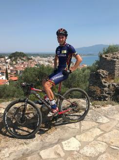 Orădenii Eszter Bereczki şi Raul Sînza, pe podium la Balcaniada de mountain bike olimpic din Grecia