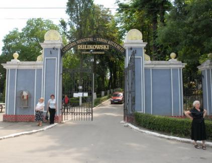 Homeless găsit sfâşiat, în cimitirul municipal