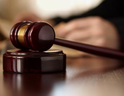 Magistraţi suspendaţi: Patru judecători orădeni, trimiși în judecată de DNA