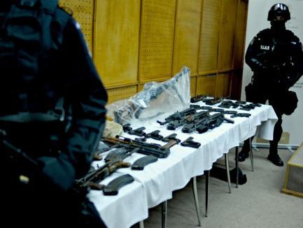 14 din cei 15 suspecţi în furtul armelor de la Ciorogârla au fost arestaţi