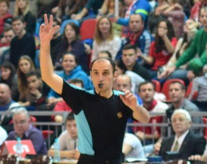 Federaţia Română de Baschet a suspendat arbitrii din primul meci al finalei CSM Oradea - CSU Asesoft