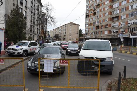 Ambuteiaje în centrul Oradiei, după restricţionarea accesului în Parcul Traian dinspre Bulevardul Magheru (FOTO / VIDEO)