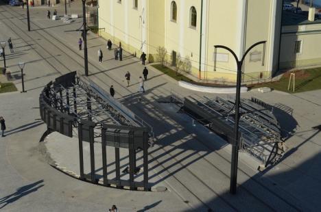 Inaugurare la anu'. Maşinile pot circula prin Piaţa Unirii, dar lucrările continuă (FOTO / VIDEO)